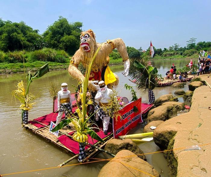 wisata-keluarga-bengawan-solo-gethek-festival